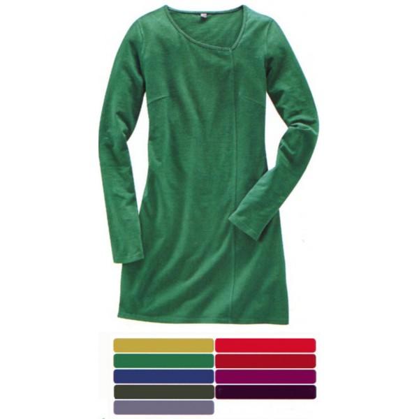 e7de5ea6632 La robe tunique a des manches longues et l encolure décentrée  en chanvre